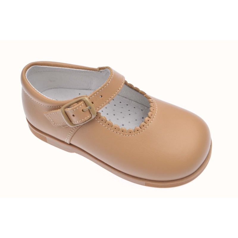 6f4cb2bf3 Merceditas de niña clásicas Andanines camel -Primeros pasos-