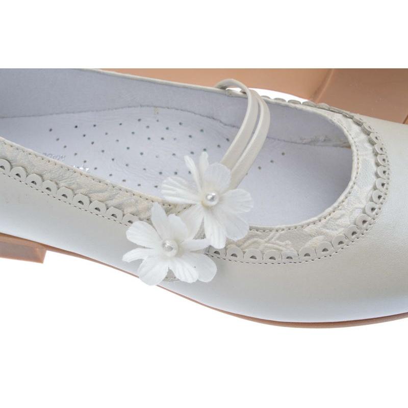 210355eac74 Zapatos de primera comunión niña beige nacarado jpg 800x800 Bambi los  zapatos para primera comunion