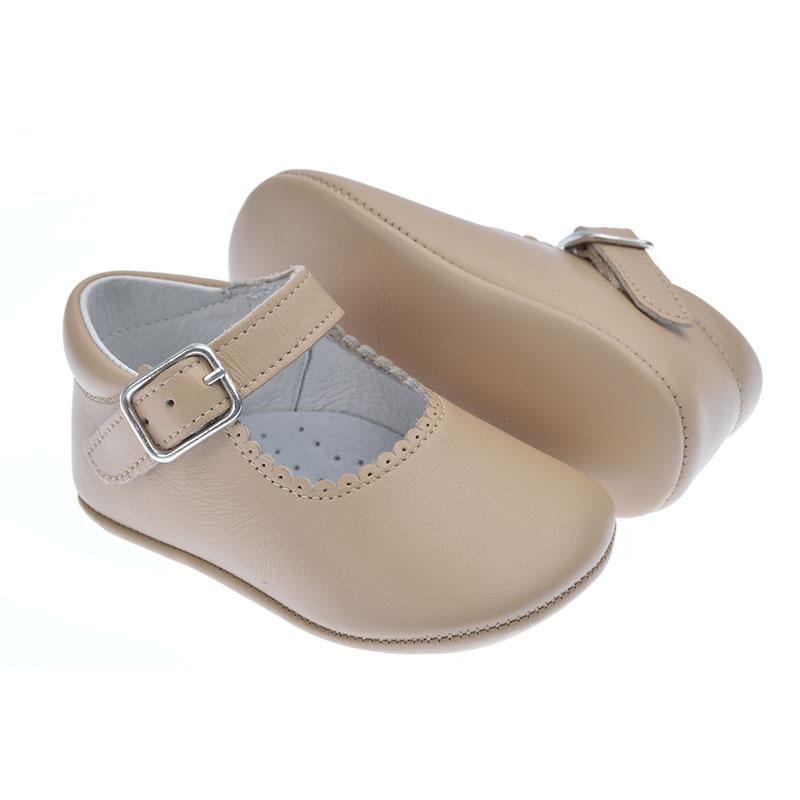 dbede5298 Zapatos de bebé para niña camel